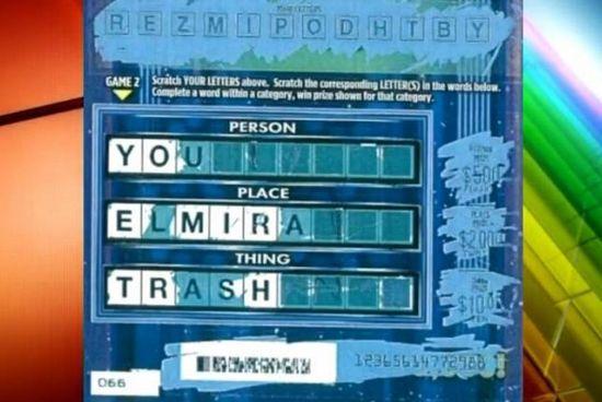 """22岁的美国男大学生莱诺夫上月购买了新发行的""""幸运轮""""刮刮乐彩票,刮完后竟然发现离谱的3排文字:""""你""""(you)、""""艾米拉市""""(Elmira)和""""垃圾""""(trash)。"""