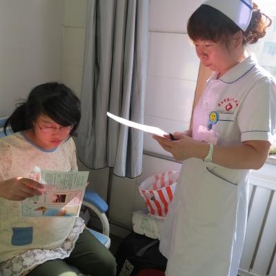 !产科护士对孕妇面对面宣传