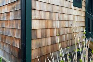 天然防腐木、高压处理防腐木、浸液处理防腐木哪种好?