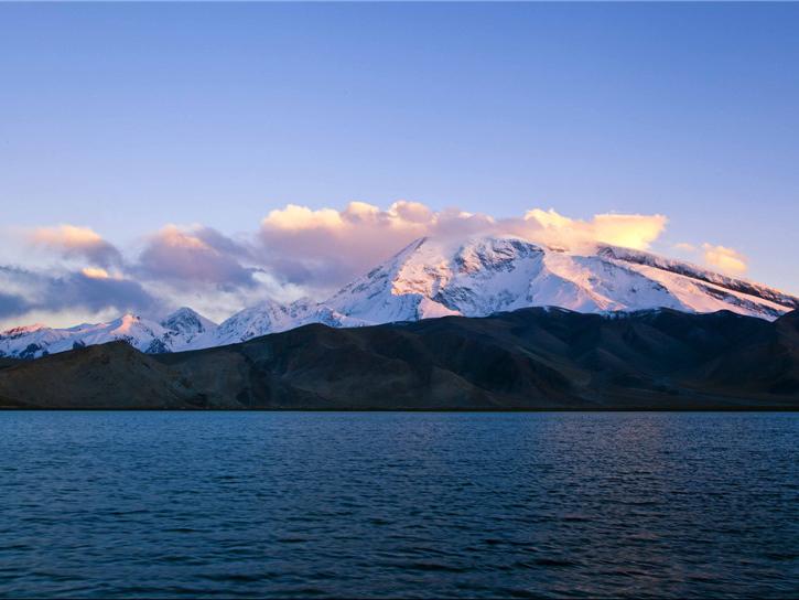 帕米尔冰川矿泉水1