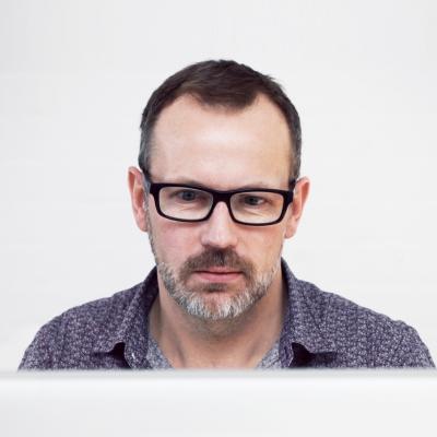 技术总监。从业十年中与其团队共同开发智能产品十余款。他们的产品拥有全球最领先的屏幕界面智能识别技术,实现所有建站功能组件在多种屏幕下的完美呈现,是最领先的响应式自助建站平台,流线式网页布局设计方案和可视化图文内容编辑模式让网站制作和维护成为一件轻松惬意的事。