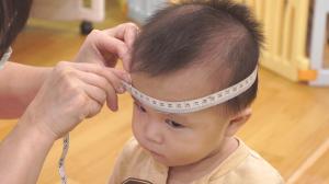 贝格尔保健老师帮宝贝进行发展评估3
