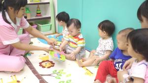 贝格尔托育老师引导爬爬家宝贝阅读儿童书籍3
