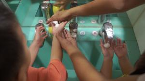 贝格尔托育老师教导宝贝洗手的正确方式5