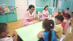 贝格尔托育老师教导宝贝洗手的正确方式2