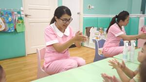 贝格尔托育老师教导宝贝洗手的正确方式