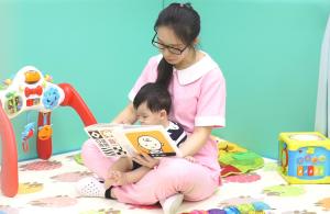 贝格尔托育老师引导宝贝阅读儿童书籍
