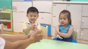 贝格尔托育老师教导宝贝洗手的正确方式3