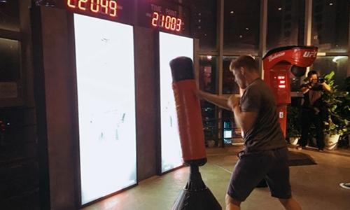 百威UFC拳击互动装置