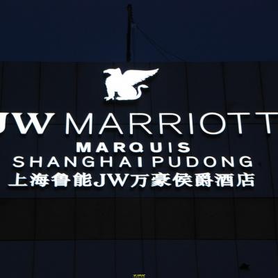 万豪酒店楼顶楼体发光字设计制作施工一站式服务