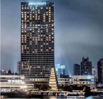 万豪酒店楼顶灯箱发光字广告亮化设计制作