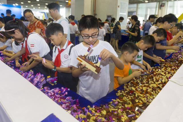 乐高迷你南京城最吸睛 创意市集小木匠拼创意