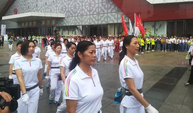 2018健康江苏行徐州地区推广活动火热开启,现场气氛热烈,群众健身激情高昂