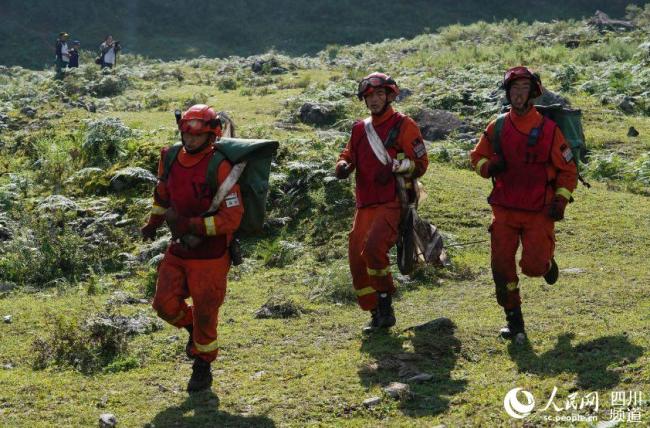 四川森林消防举行特种救援比武