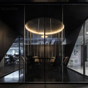 15-略带神秘色彩的纯黑色秋千会议室