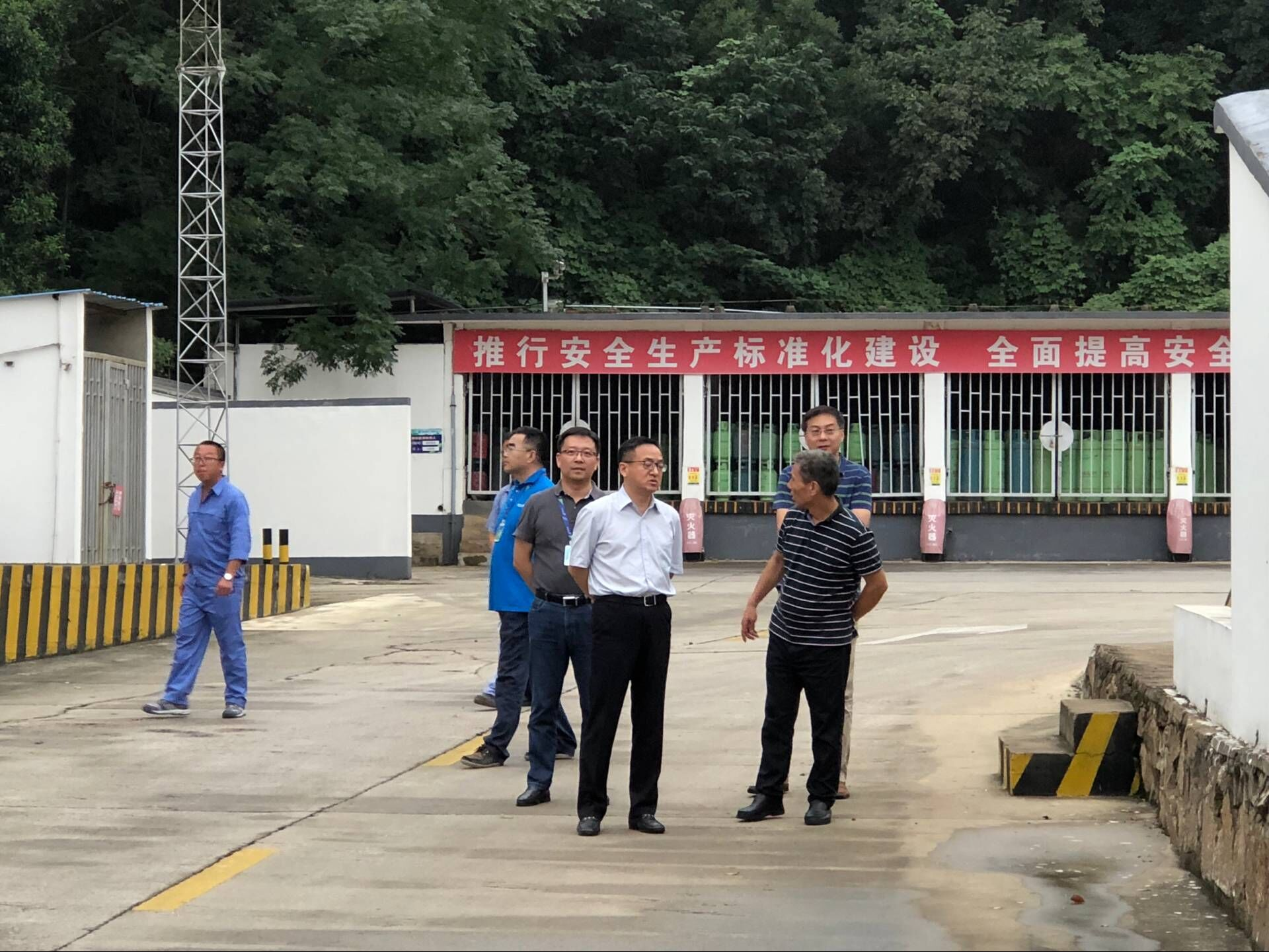 城投公司党委书记、董事长、总经理张涛检查燃气集团横山罐场
