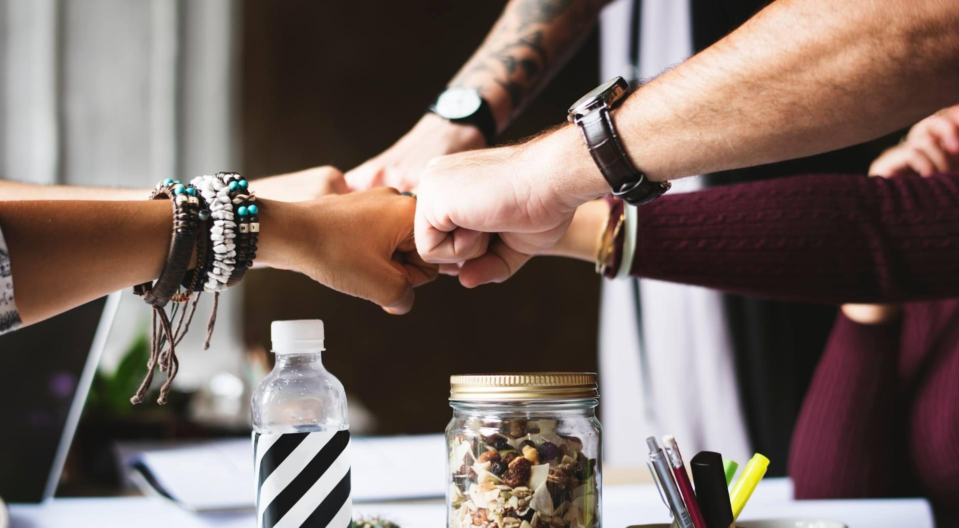 bracelets-collaboration-colleagues-398532-1
