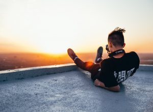 photographer shooting sunrise 摄影师拍摄日出