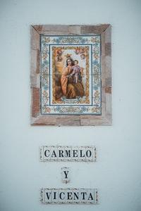 jesus christ photo on white wall 白墙上的耶稣基督照片