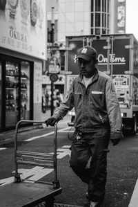 man holding trolley 男子手推车