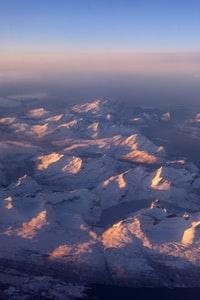 A sunrise view after taking off from Harstad/Narvik Airport  从Harstad/Narvik机场起飞后的日出景色