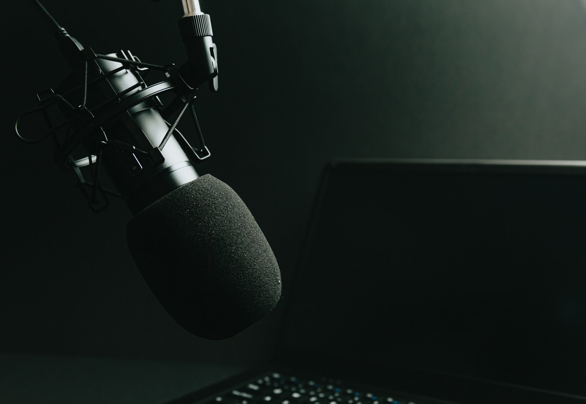 microphone on a stand and laptop in monochrome 台上麦克风和单色笔记本电脑