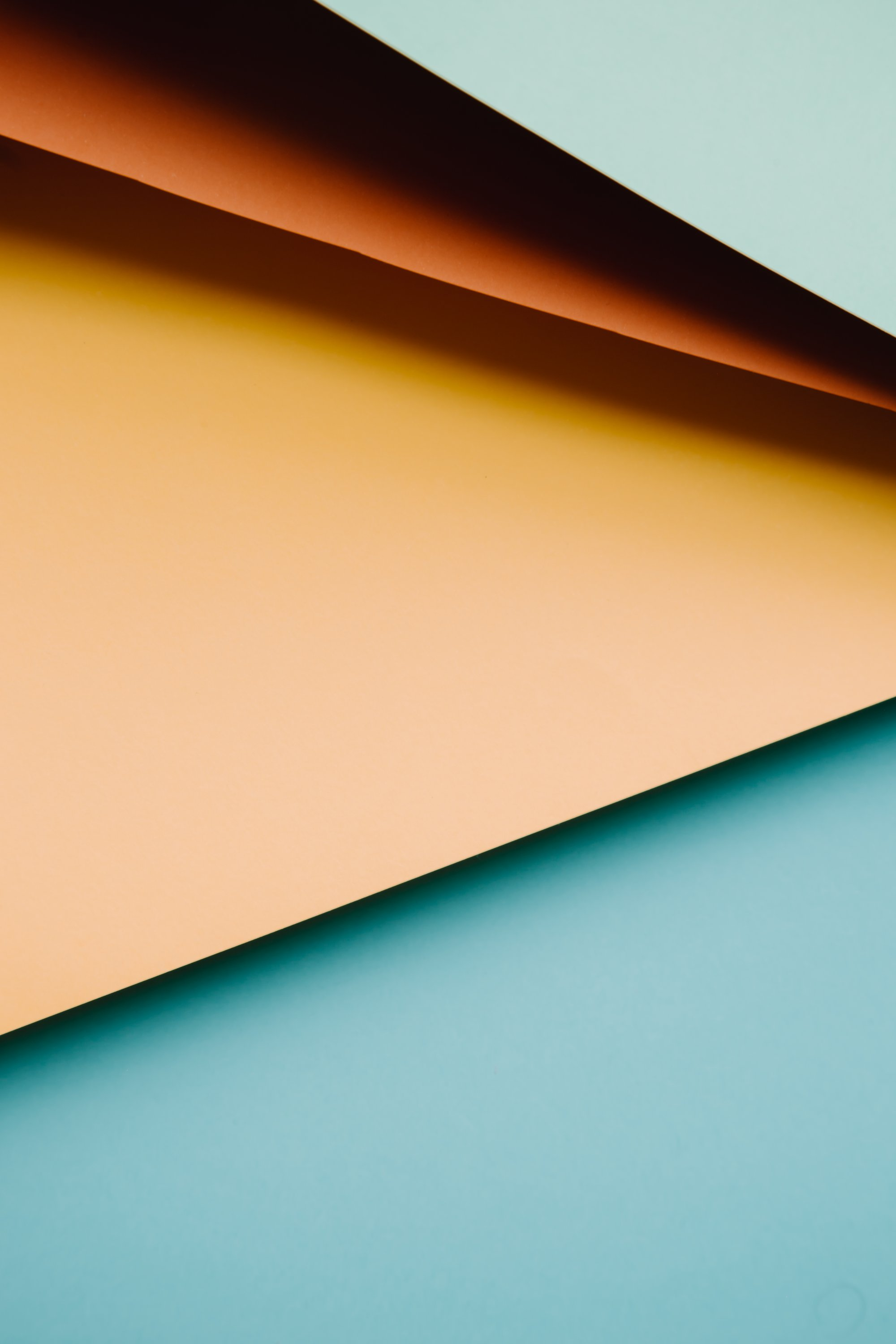 abstract image of colored paper creating horizontal lines 彩色纸的抽象图像--创建水平线