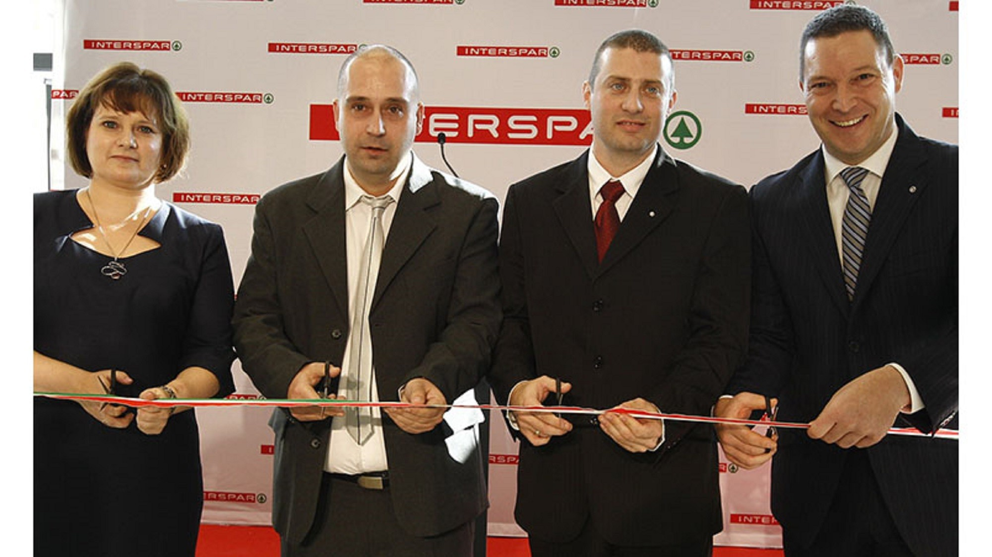 HU-Ribbon-cutting-ceremony-for-the-refreshed-Pesterzsébet-INTERSPAR750x500