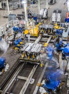 摄图网_501627457_汽车生产车间机器人在焊接(非企业商用)