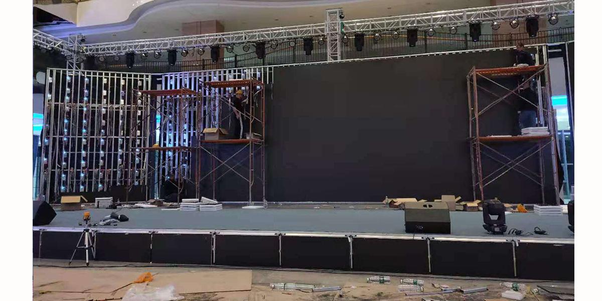 晟科光电室内p3舞台屏安装现场