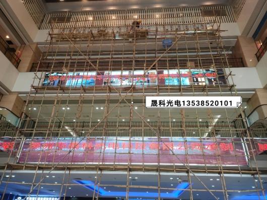 晟科光电室内P3三组led显示屏高空作业