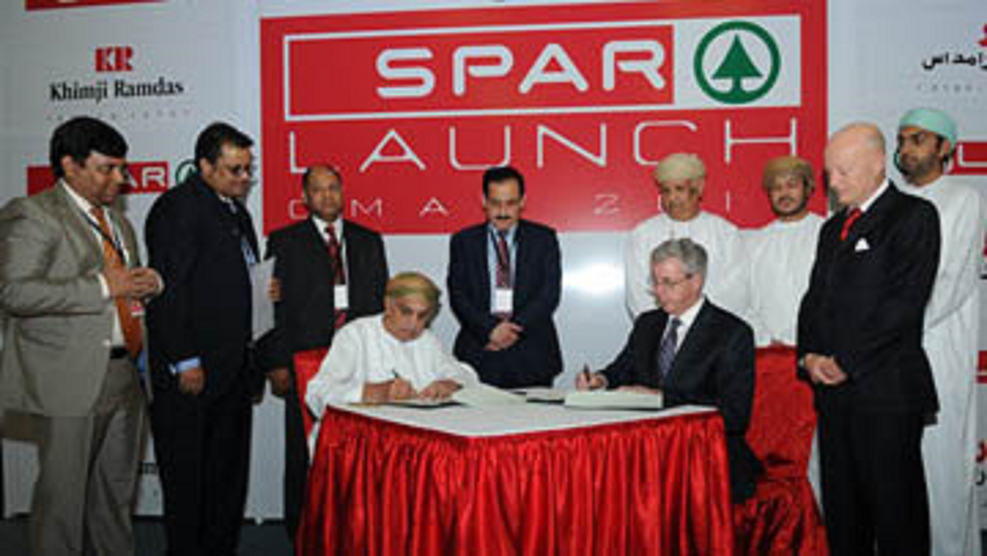 SPAR signs licence for Oman Dec 13 (2)