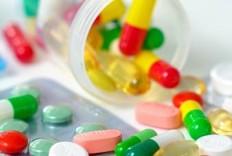 摄图网_501580401_wx_感冒药抗生素药物特写(企业商用)