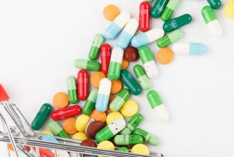 摄图网_500217230_wx_各种颜色彩色的药片和胶囊(企业商用)