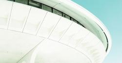 像飞碟的建筑S