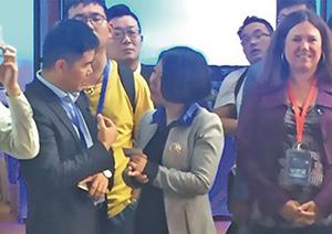2015年与陶氏大中华区总经理方佩晖参加陶氏新品发布会