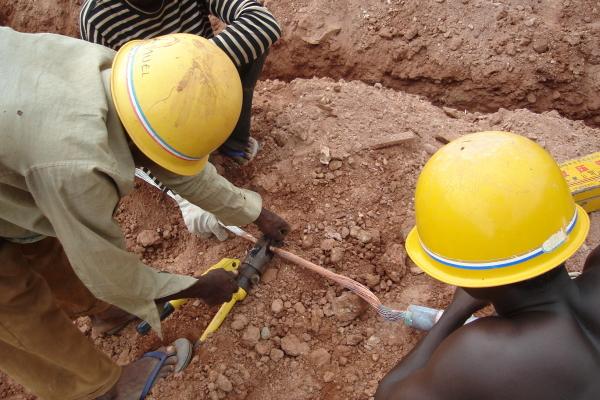 尼日利亞500KV變電站防雷接地工程 2007年5月 (1)