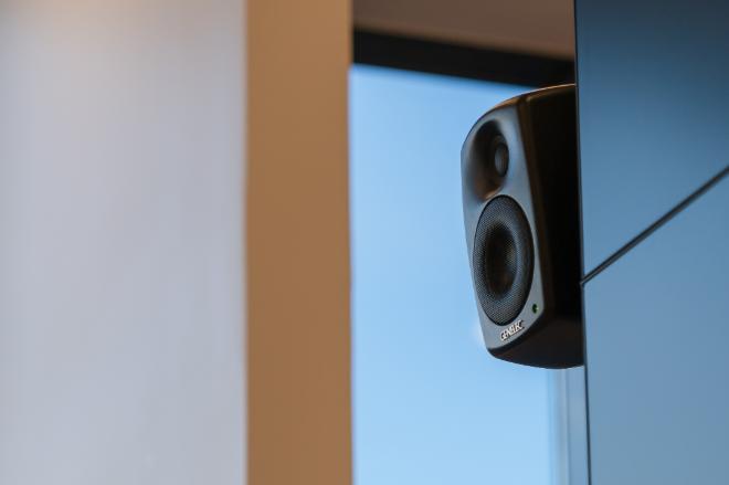 为满足多种多样的安装需求,所有音箱均可搭配真力原厂安装配件,进行挂墙、吊顶、落地以及桁架安装。